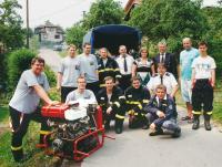 Společné foto křivských a malolhotských hasičů u příležitosti 70. výročí založení SDH Malá Lhota dne 22.6.2013.